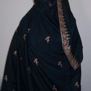 Großer Schal in dunkelblau - bestickt
