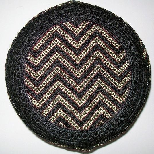 Gebetsmütze schwarz, braun bestickt