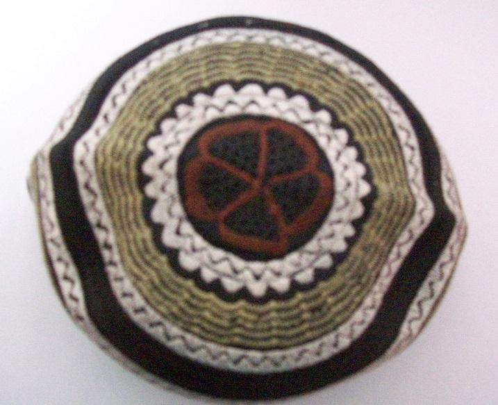 Gebetsmütze, Schwarz mit Stickerei